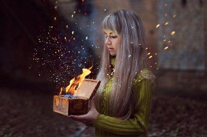 SOURCE: http://nocturny.deviantart.com/art/Pandora-s-box-340317104
